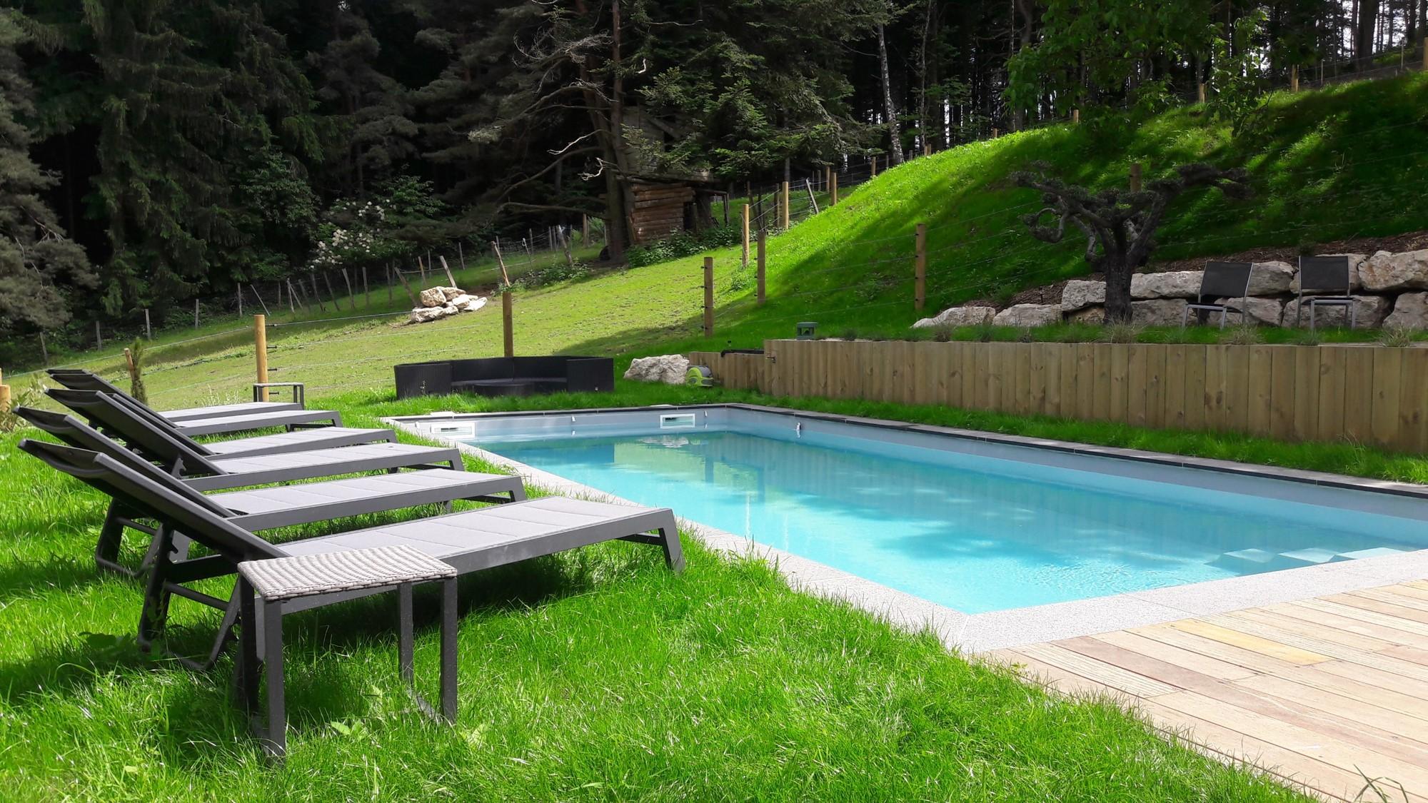 Une piscine en forêt .. !!