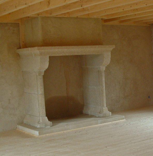 nous vous proposons des chemin es en pierre de taille en. Black Bedroom Furniture Sets. Home Design Ideas